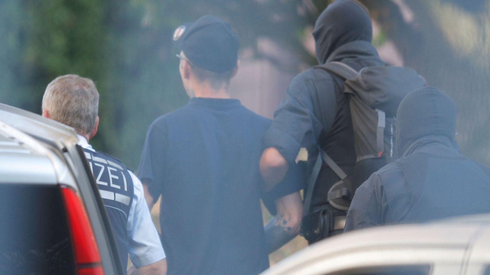Foto: Detención de uno de los miembros del comando de extrema derecha que quería atentar (REUTERS)