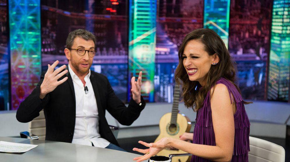 Foto: Pablo Motos y Eva González en 'El Hormiguero'. (Antena 3)