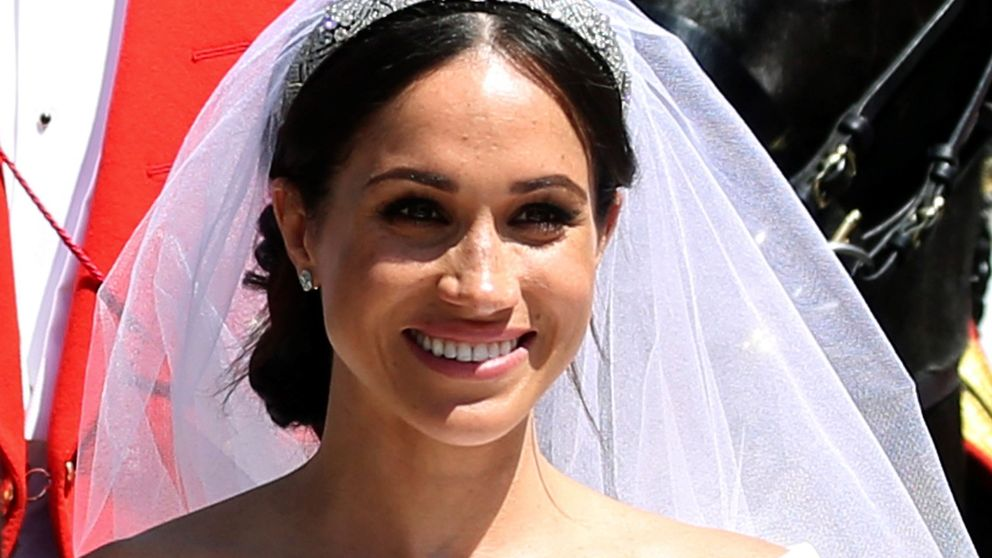Uterqüe tiene el vestido de invitada perfecto, si amaste el de novia de Meghan Markle