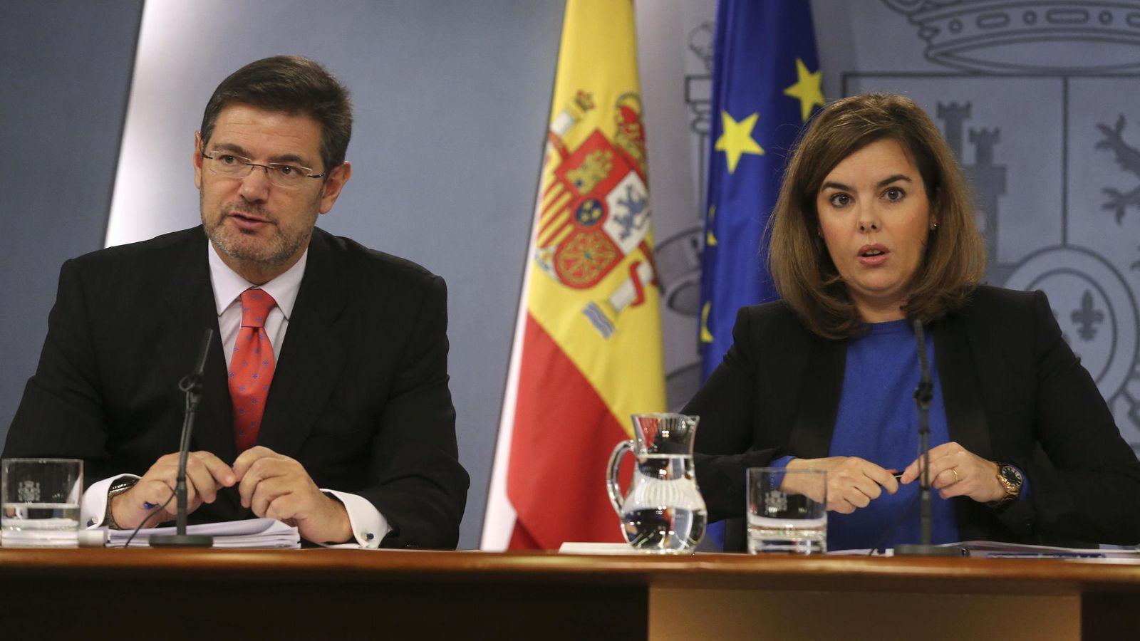 Foto: El ministro de Justicia, Rafael Catalá, y la vicepresidenta del Gobierno, Soraya Saénz de Santamaría. (EFE)