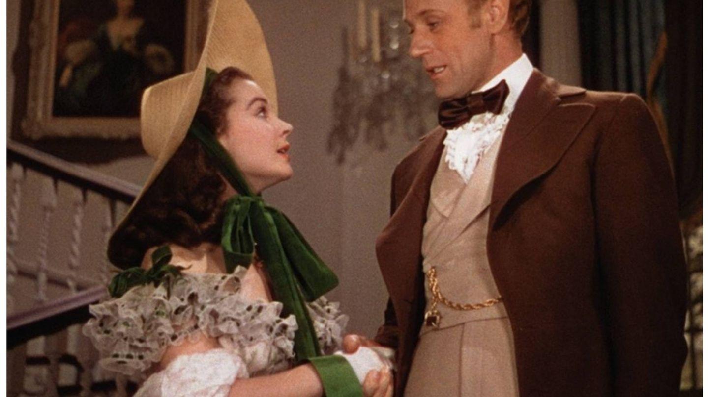 Una mítica escena entre Vivien Leigh y Leslie Howard en 'Lo que el viento se llevó'. (Warner Bros)