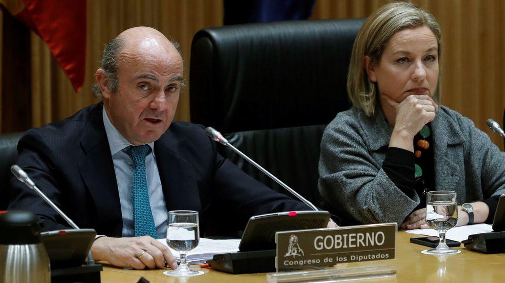 Foto: El ministro de Economía, Luis de Guindos, comparece en el Congreso de los Diputados. (EFE)