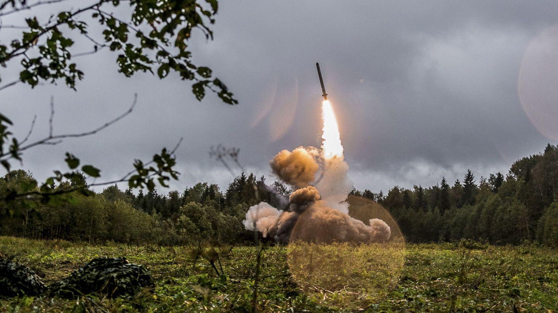 Un misil táctico ruso Iskander-M lanzado durante los ejercicios militares Zapad 2017. (EFE)
