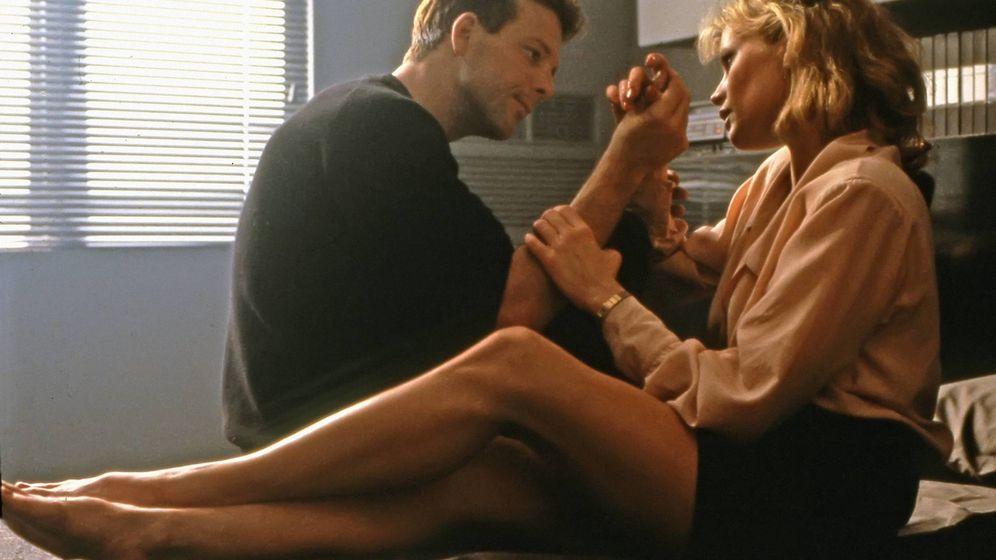 Foto: Mickey Rourke y Kim Basinger en 'Nueve semanas y media'. (Cordon Press)