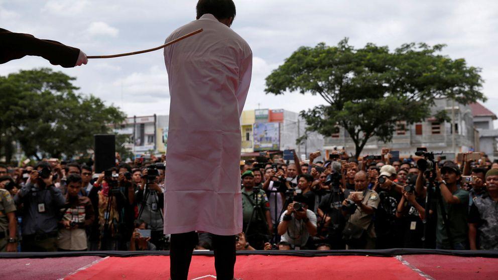 Castigo público a homosexuales en Indonesia