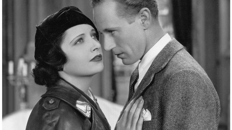 Leslie Howard y Kay Francis, en la cinta 'El agente británico' de 1935, donde curiosamente hacía de espía. (Warner Bros)