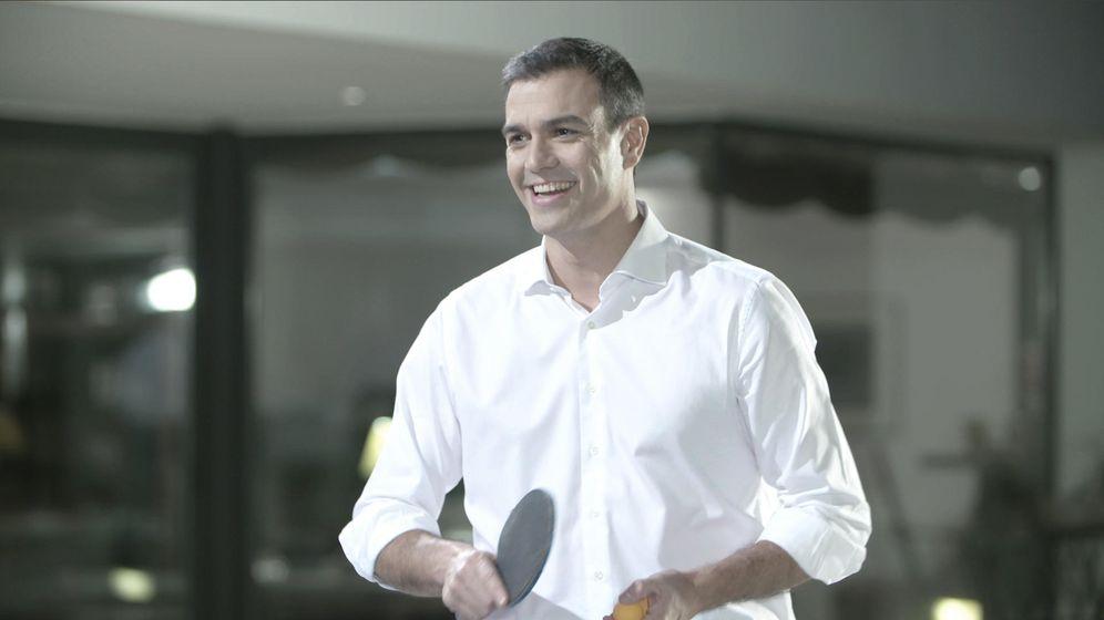 Foto: Pedro Sánchez juega un partido de ping-pong en el programa de Bertín Osborne 'En la tuya o en la mía'.