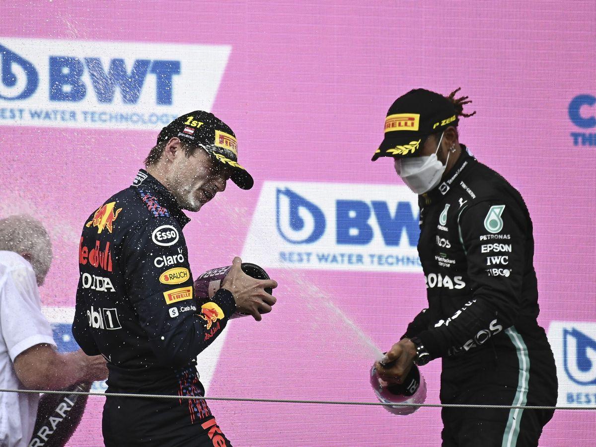 Foto: Verstappen y Hamilton en el pódium del G.P. de Estiria