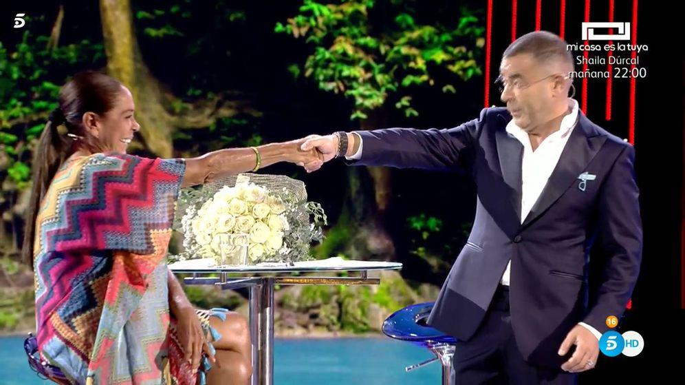 Foto: Isabel Pantoja y Jorge Javier Vázquez, en 'Supervivientes 2019'. (Telecinco)
