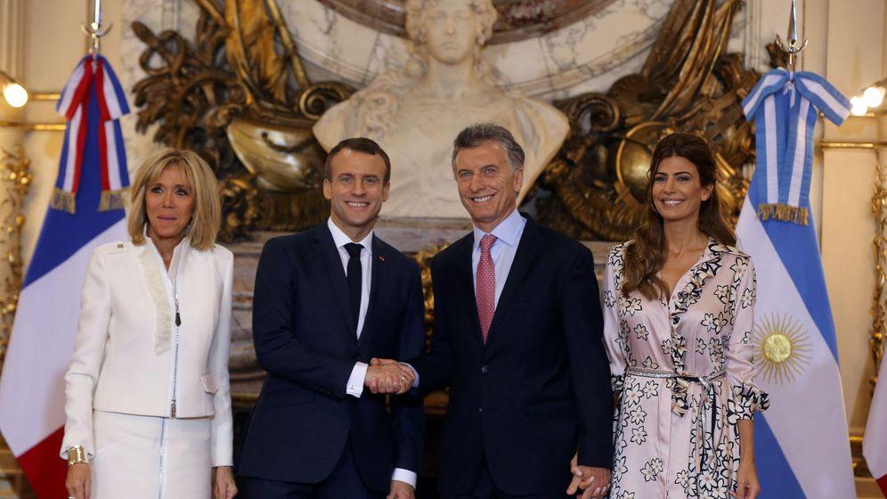 Foto: Los Macron posan junto a los Macri a su llegada a Buenos Aires. (Reuters)