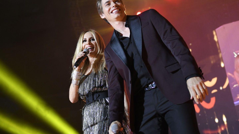Con Carlos Baute, en un concierto. (EFE)