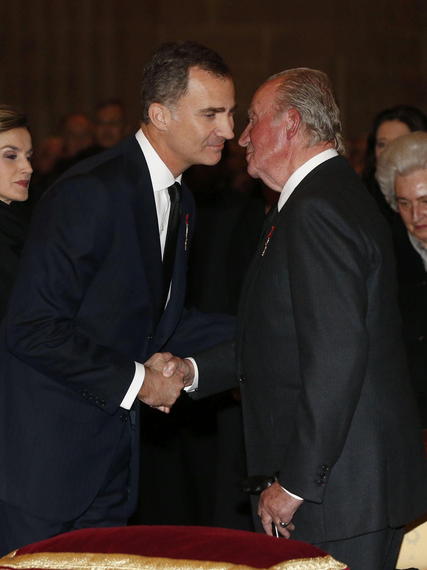 El rey Juan Carlos y el rey Felipe, en una imagen de archivo. (EFE)