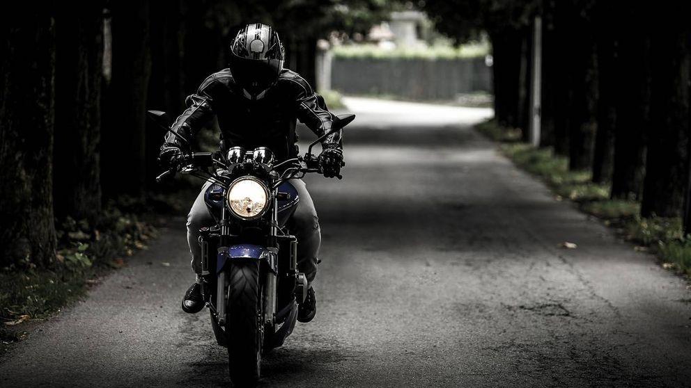 Uso de guantes obligatorio si vas en moto: así será la nueva normativa de la DGT