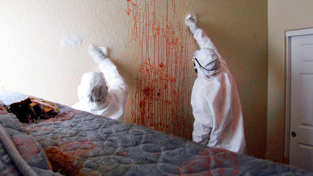 Foto: Escena de un crimen en tareas de limpieza.