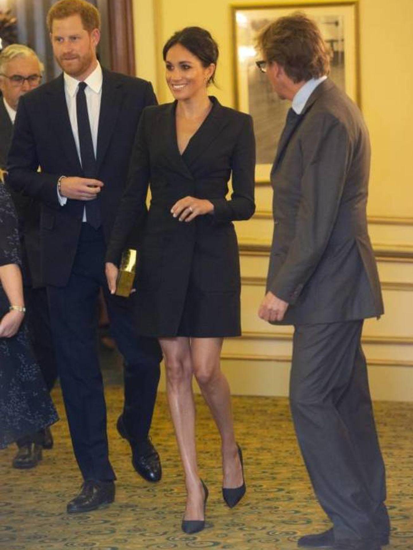 Meghan y Harry a su llegada al teatro. (Cordon Press)