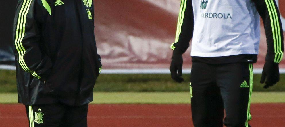 Foto: Del Bosque y Costa, en marzo, durante la única concentración del delantero con España.