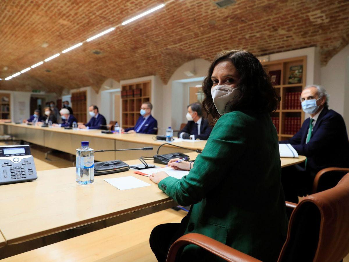 Foto: Díaz Ayuso junto al consejero de Sanidad Enrique Ruiz Escudero. (EFE)