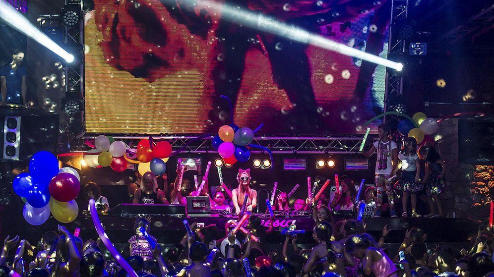 Foto: Paris Hilton pincha en la discoteca Amnesia de Ibiza. (EFE)