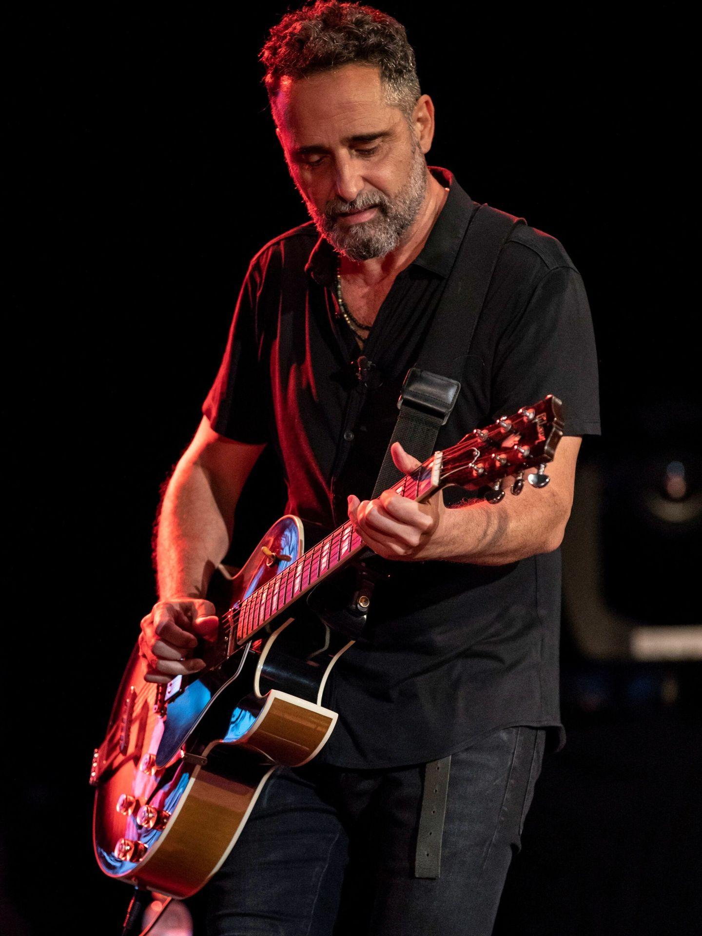 Jorge Drexler en una actuación en Cartagena. (EFE)