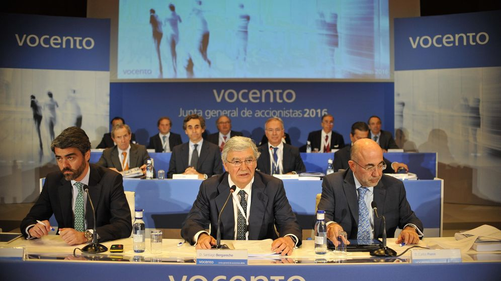 Foto: Luis Enríquez (i) y Santiago Bergareche (c), en una junta de accionistas. (Ignacio Pérez)