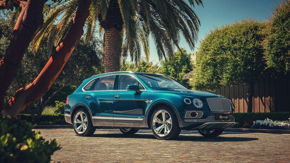 Foto: El Bentley Bentayga es el primer vehículo de superlujo que se apunta a la electrificación con cable.
