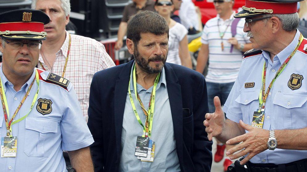 Foto: El director de los Mossos d'Esquadra, Albert Batlle (c), acompañado de dos mandos policiales. (EFE)