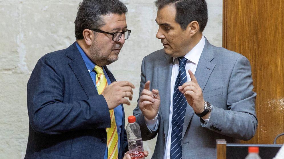 Foto: Francisco Serrano, junto al portavoz del PP, José Antonio Nieto. (EFE)