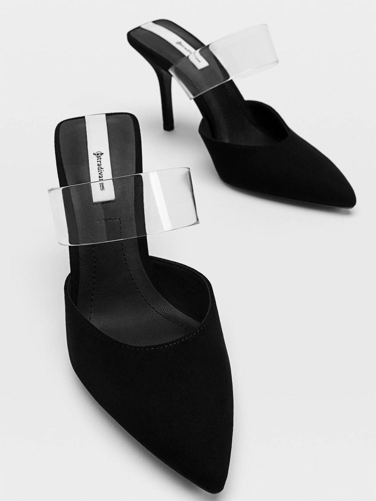 Stradivarius vende unos zapatos con detalle de vinilo muy similares a los de la reina Letizia. (Cortesía)