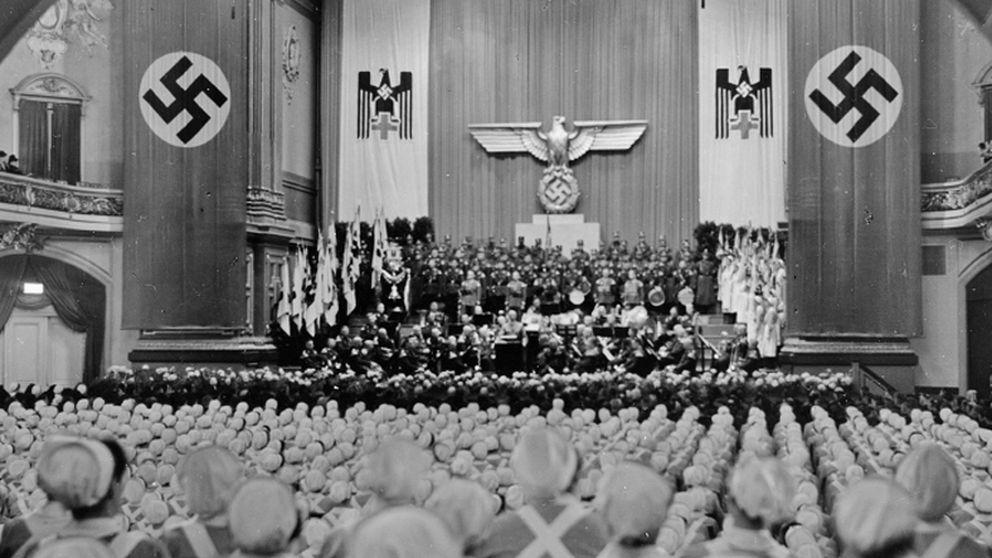Enfermeras de día, Nazis y asesinas de noche