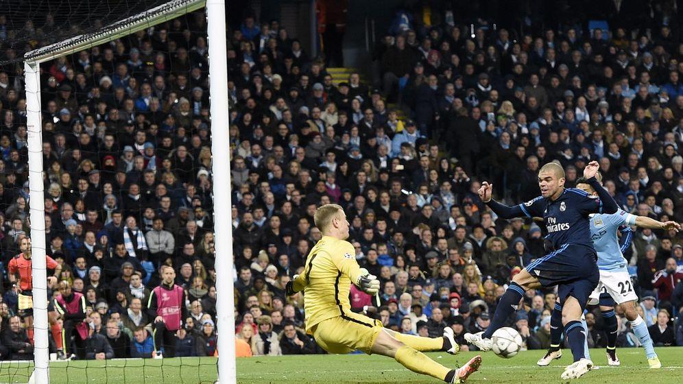 Foto: Hart evita el gol de Pepe en la ida del Manchester City-