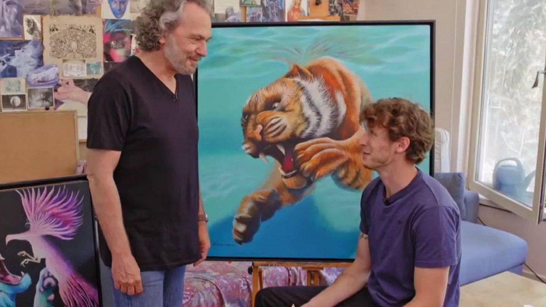 El joven, frente a uno de sus cuadros. (TVE)