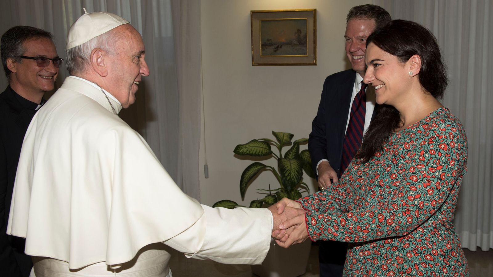 Foto: El papa Francisco, junto a Paloma García Ovejero. (Reuters)