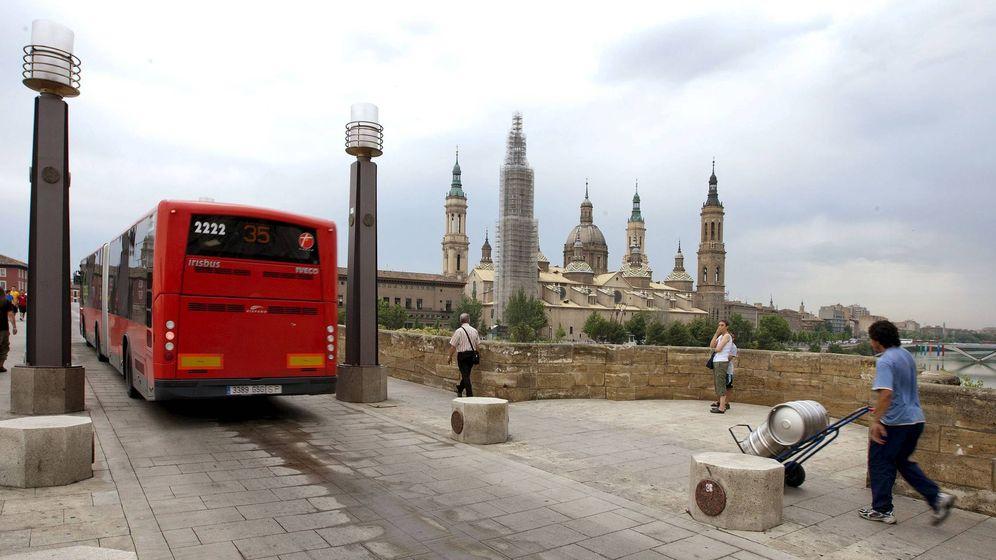 Foto: El conductor no pudo abandonar el autobús porque no había ningún compañero de reserva (EFE/Javier Cebollada)