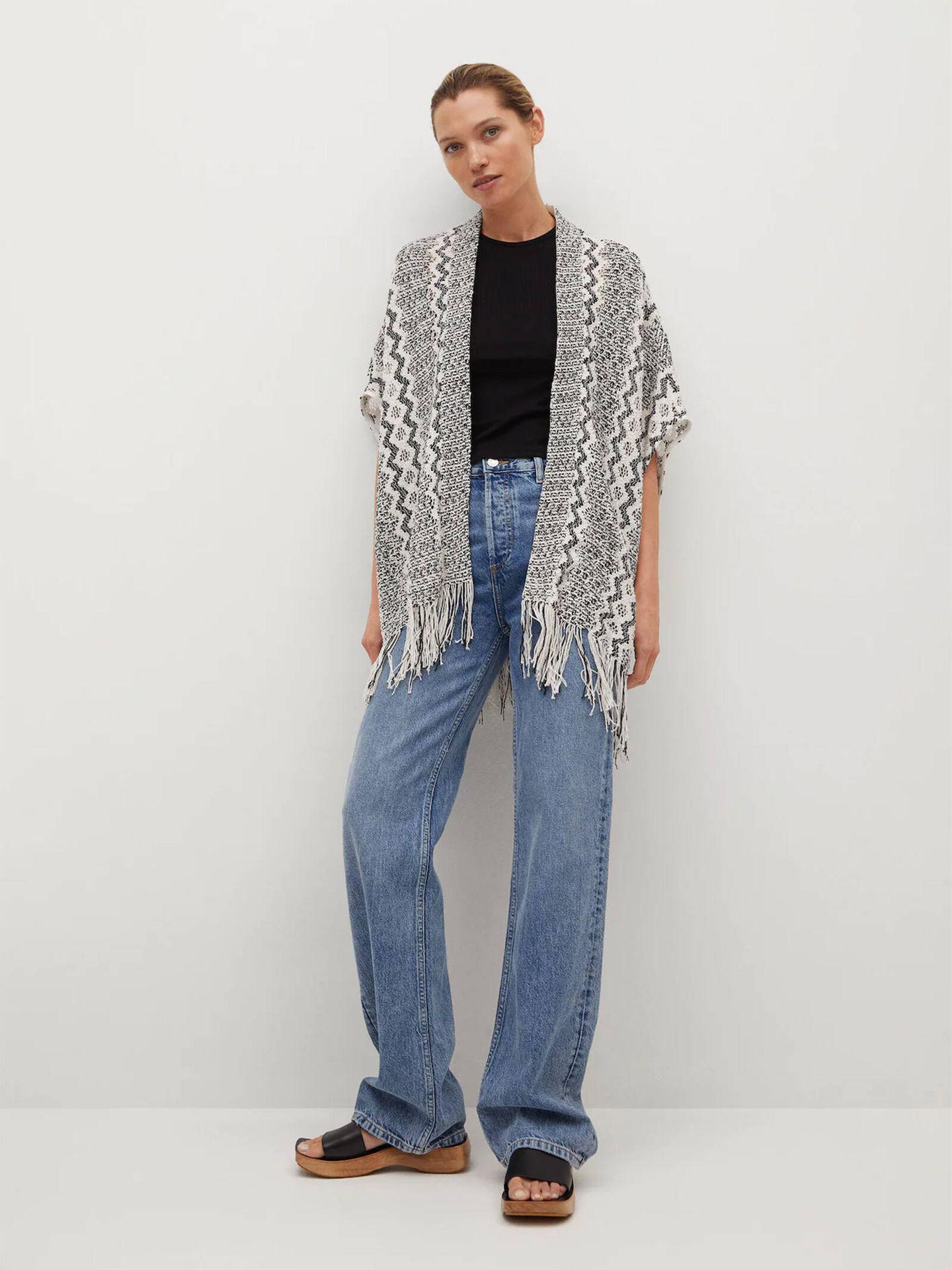 La chaqueta estilo kimono que Mango tiene en su sección de artículos rebajados. (Cortesía)