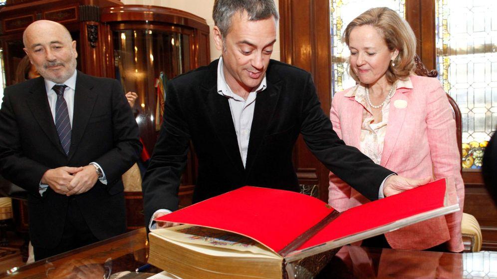 Foto: El alcalde de A Coruña, Xulio Ferreiro (en el centro), con la ministra de Economía en funciones, Nadia Calviño.