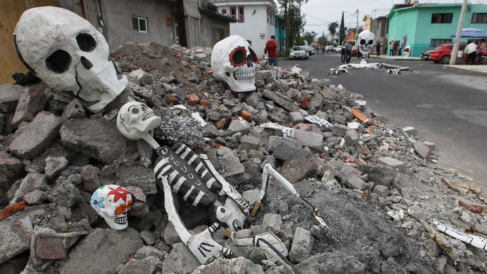 Foto: Simulan huesos de muertos en Ciudad de México. (EFE)