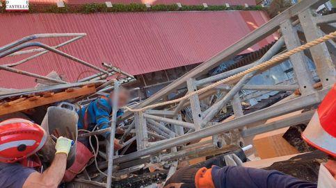 Un andamio se desploma sobre varios operarios en un edificio de Oropesa