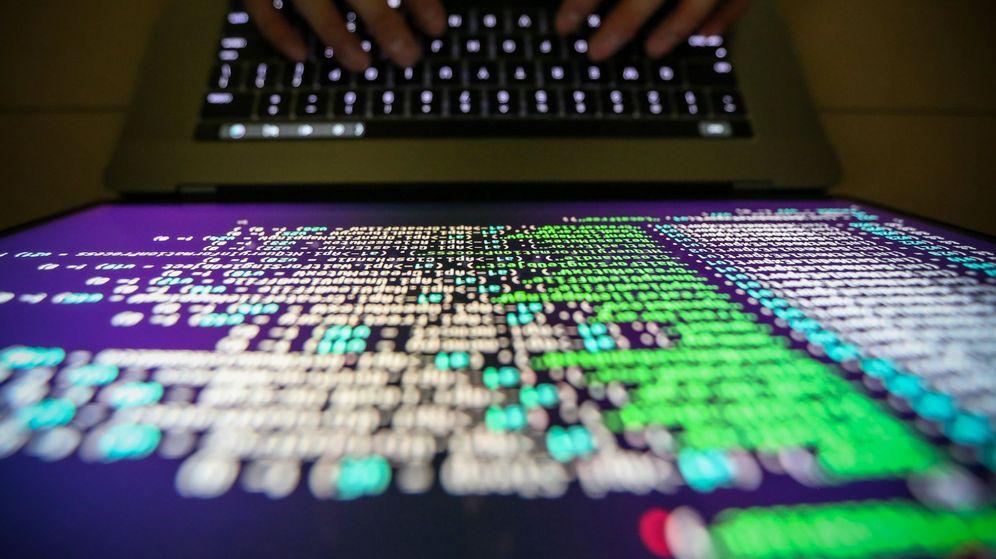 Foto: Hackers 'roban' un millón de euros a una universidad que busca la vacuna del covid. (EFR)