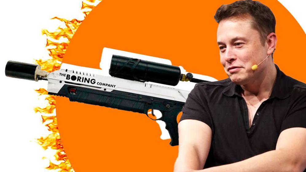 Foto: Elon Musk y su lanzallamas. (Montaje: Carmén Castellón)