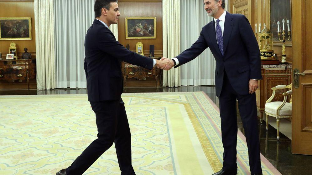 Foto: Felipe VI recibe a Pedro Sánchez durante la ronda de consultas. (EFE)