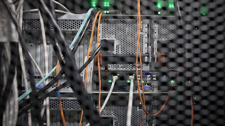 Vista de cableado en el 'data center' de Interxion en San Blas. (Jesús Hellín)