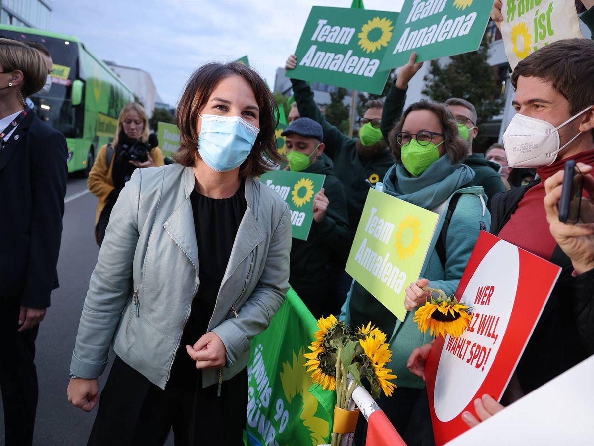 Foto: La candidata del Partido Verde, Annalena Baerbock, a su llegada, ayer, al último debate televisado. (Getty)