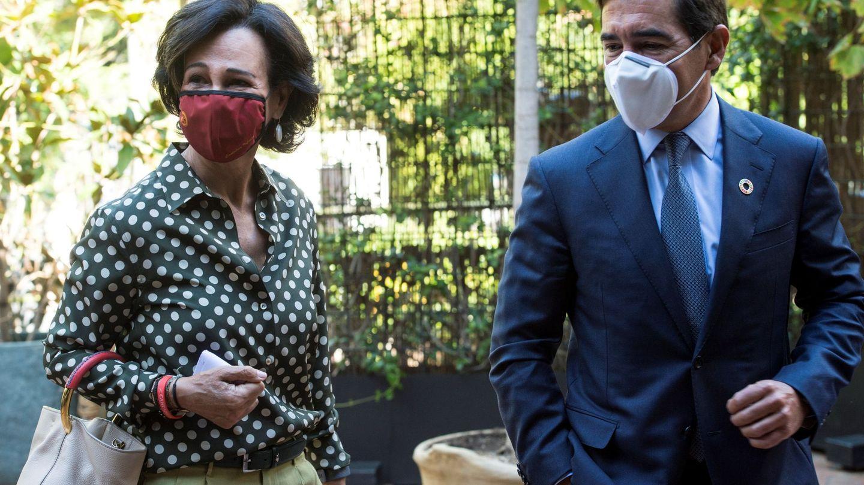 La presidenta de Santander, Ana Botín (i), y el presidente del BBVA, Carlos Torres (d). (EFE)