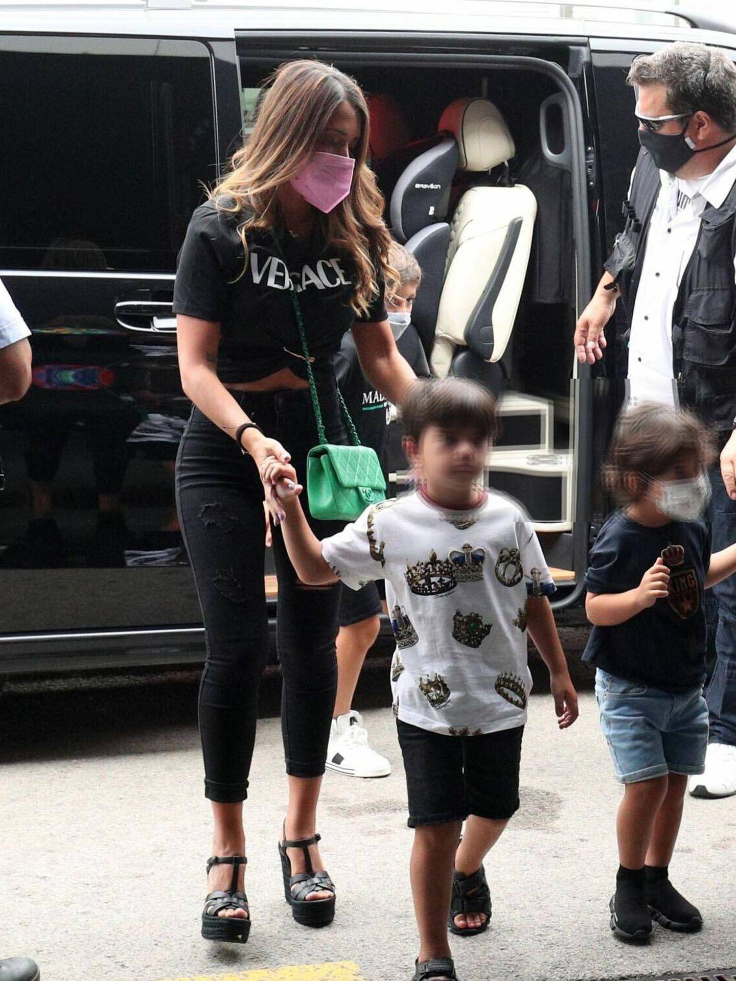 Antonela con su look Versace. (Imagen: Reuters)