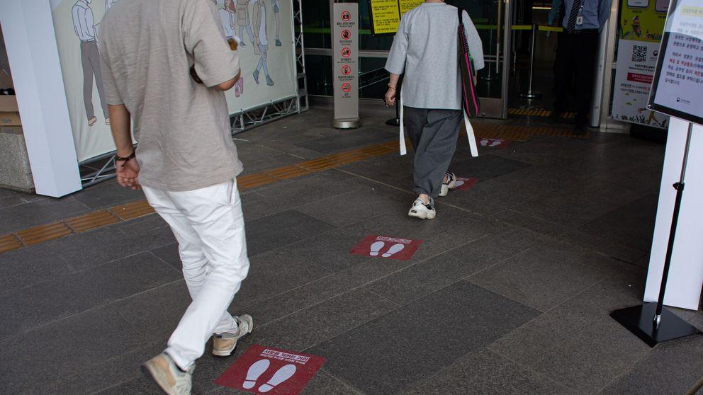 Así quiere encontrar Corea del Sur a los 1.500 posibles contagiados tras cerrar los bares