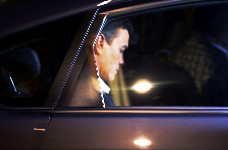 Foto: Pedro Sánchez, a su salida de la sede socialista de Ferraz, este 28 de septiembre. (EFE)