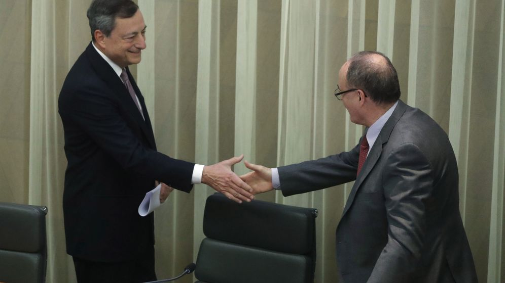 Foto: El presidente del BCE, Mario Draghi, junto al gobernador del BdE, Luis María Linde, en Madrid. (EFE)