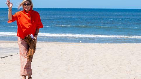 Máxima de Holanda, en la playa, sin mascarilla y con un colorido look