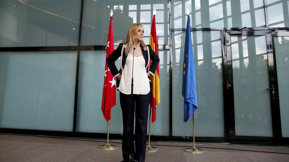 Foto: La candidata del PP a la Comunidad de Madrid, Cristina Cifuentes, tras reunirse con Ignacio Aguado (EFE)