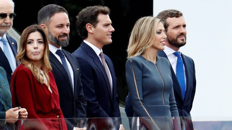 Lidia Bedman e Isabel Torres, junto a Abascal, Rivera y Casado en la Fiesta Nacional. (EFE)